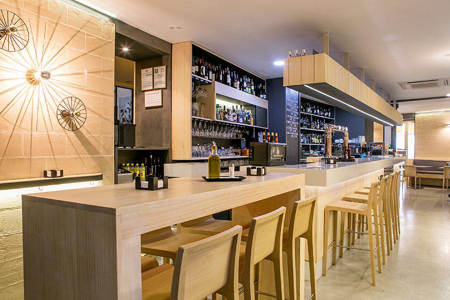 Barra del Restaurante la cruz blanca