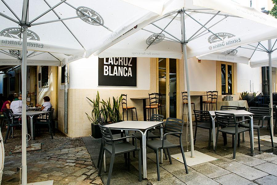 Terraza exterior de Restaurante la cruz blanca